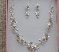 Wholesale NEW Bridal Jewelry Butterfly Bridal sets of wedding jewelry diamond pearl necklace wedding dress performance accessories