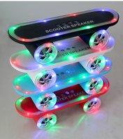 all'ingrosso monopattino-LED Flash Calcio altoparlanti Scooter Mini Bluetooth Wireless Subwoofer stereo portatile Skateboard altoparlanti per PC da tavolo regalo di Natale del telefono