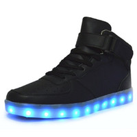 al por mayor tableros iluminados-Led Shoes Hombre USB Light Up Unisex zapatillas amantes para adultos Boys Casual estudiantes deportes brillantes con Moda High Top luces Board Shoe