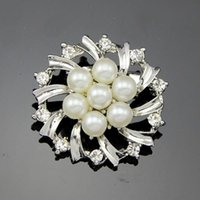 amber jewelry with insects - Korean fashion jewelry simple and elegant with a delicate white flower pearl inlay paragraph Jane flowers brooch