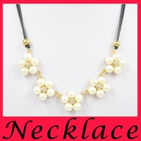 Wholesale New female elegant retro imitation pearl necklace engraved gold necklace crystal pendant chain free petals clavicle to send the goods