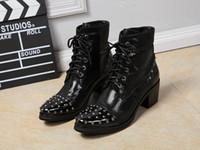 Aumento de la altura del tobillo de los zapatos de alta hombres Baratos-Nueva tendencia de lujo de zapatos de cuero Negro top del alto de los hombres de la manera ata para arriba clava el encanto del aumento de la altura del tobillo de arranque corto para el hombre Mostrar