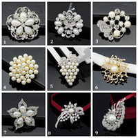 Wholesale Hot Fashion Elegant Brooch Grape Pearl Wedding Christmas Brooch Fashion Jewelry Women s Bra Pin Animal Brooches Gift Flower Shape