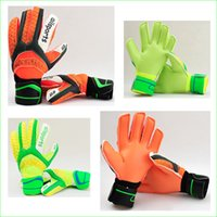 Soccer Finger Gloves Striped Good Quality Soccer Goal Keeper Gloves With Finger Protection for Football Goalie Training Competition