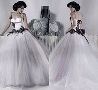 Wholesale White and Black Tulle Wedding Dresses Beaded Spaghetti Straps Gothic Ball Gown Corset Halloween Party Gowns Vestidos Long Vintage