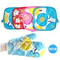 Wholesale cute printed microwave oven mitts mat gloves set pot pad heat proof kitchen oven gloves for bakeware random color