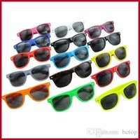 Wholesale hot sale classic style summer sunglasses women and men modern beach sunglasses Multi color sunglasses by DHL