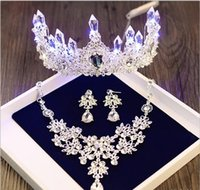 Wholesale Hot bride headdress crown hair ornaments three sets of wedding accessories wedding wedding headset suit birthday accessories XX