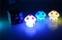 Wholesale ovelty Gag Toys Light Up Toys Automatic color change expression mushroom lamp light desk decoration lamp Romantic night light baby childr
