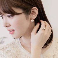 Wholesale South Korea contracted fashion rings Little Daisy flowers pearl rings and Sweet style female leisure rings