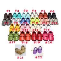 al por mayor suela de cuero para calzado-22 colores Los mocasines suaves del bebé calzan los zapatos de los moccasin del cuero de la vaca de la franja de los niños / de los bebés / de los niños de los botines del prewalker del cuero genuino de los moccs