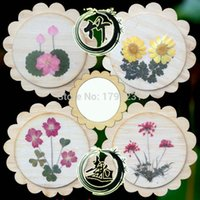 Wholesale The characteristics of folk arts and crafts creative portable portable cosmetic mirror the back post real embossed flowers