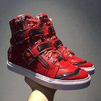 al por mayor zapatos del remache hombres-Nuevo llega la marea Marca de plataforma para hombre Zapatos de cuero de lujo superior Estrellas del metal del remache ocasional de las zapatillas de deporte de los hombres zapatos botas altas de calidad