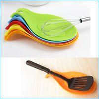 Wholesale Creative Kitchen Spoon Holder Tomato Sauce Spoon Rest Silicone Kitchen Utensil Spatula Holder Cooking Tool