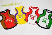 achat en gros de nouveaux produits de marque à bas prix-4 équipes de basket-ball vêtements pour chiens Fashion Pet Products Spring And Summer Cheap Basketball hight qualité nouvelle marque