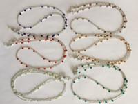 al por mayor las cadenas del collar de colores-6 pedazos / porción clasificaron la perla coloreada del agua dulce y el sostenedor rebordeado vidrio del sostenedor de la cadena del collar de la lente