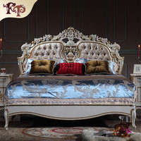 Wholesale Baroque classic bedroom furniture French royalty bed Italian solid wood queen bed