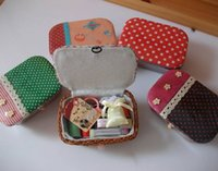 Wholesale Portable mini travel sewing box kit with color needle threads sewing kits set For DIY HOME