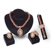 Vente chaude de femme de mariage de mode accessoire de créateur diamant de mode cristal pendentif en or garrot colliers collier boucle d'oreille bracelet anneau 4 pcs bijoux ensemble