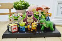 8pcs / set Juguete lindo de Toy Story 3 Buzz Lightyear Jessie Lotso Mini figura de acción del PVC Modelo Juega Regalos de la Navidad de las muñecas