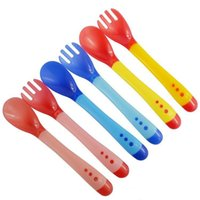 Wholesale 3 colors safety soft temperature sensing spoon Fork baby kids infant feeding silicone tableware Utensils pc set