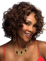 Forme la peluca rizada corta capsula la peluca de las mujeres del peinado del Afro peluca cosplay del pelo Pelucas sintéticas Peluca femenina de la temperatura alta SW015