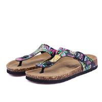 Precio de Hombres zapatos nuevos estilos-La nueva mujer de los hombres del verano del estilo de los planos de las sandalias de los deslizadores de los zapatos ocasionales unisex Cork imprimir colores mezclados flip-flop envío libre