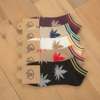 Wholesale Male individuality creative maple leaf design ship socks