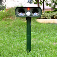 Wholesale Waterproof Solar Powered Motion Activated Animal Repeller echargeable Ultrasonic Repeller Repellent Bird Animals outdoor With Box