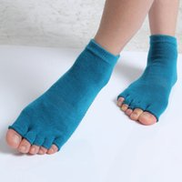 Wholesale Women Half Toe Yoga Socks Non Slip Peep Toe Durable Pilates Socks Professional Girls Sports Fingers Socks MD0020