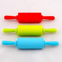 Wholesale 9 Inch Play Doh Kitchen Party Fun Child s Silicone Dough Roller Fondant Paste Tools Toy Rolling Pin MIX COLORS HY781