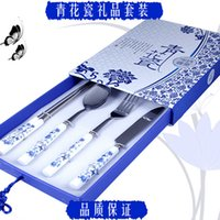 Wholesale Blue and white porcelain tableware set features gifts of Chinese style elements to send a friend to send VIP traditional craft gift