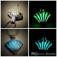 Wholesale 2015 Vintage Shell Shape Frozen Glow Locket Necklace Hollow Pendant Antique Silver Charms Glow In The Dark novelty copper Jewelry With Chain