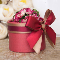 baking case - Luxury European Flower Cylindrical Style Diamond Crystal Wedding Candy Box Case With Silk Ribbon Wraps Gift Full Red