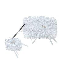 2Pcs / set Blanc Lace Diamante LOVE Boucle Satin Ruban Bow Guest Book Pen Stand Set pour décoration signature de mariage