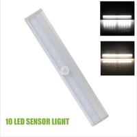 Super lumineux 10 LED Motion Sensor Closet Cabinet LED Night Cool Light Warm White Batterie Step / Exploité Light Bar avec bande magnétique