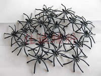 Wholesale The latest madcap toys black and white luminous spiders Very frightening for those who are afraid of spiders