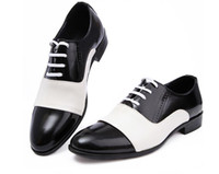 Vente chaude prix le plus bas 2016 noire chaussures en cuir verni chaussures pointues chaussures orteil chaussures respirantes mode masculine chaussures de mariage hommes en caoutchouc plat si