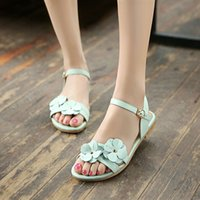 Wholesale Xia Xiaoqing s new word buckle flowers students girls sandals leather shoes Dichotomanthes bottom flat car