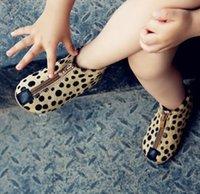 2016 nuevos niños del otoño de chicas Botas punteada Impreso Matin Botas Zapatos Blanco Negro Marrón Moda diseño de la cremallera de crin para niños B4142