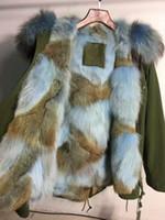 Acheter Lignes de capot-Manteau d'armée de la fourrure bleu clair M. et Mme Parka de l'Italie est doublé de fourrure de coyote et taillé à la capuche avec de la fourrure de raton laveur