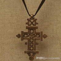 Wholesale Europe and America trendy jewelry Accessories handmade vintage cutout carved cross necklace price c006
