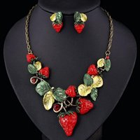 Wholesale European and American Big Brand Short Style Clavicle Necklace Personalized Fashion Earrings Necklace Set Mit Exaggerated Strawberry