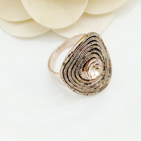 Wholesale Mavis Ornament Hot Sale Gold Rings Fashion Jewelry New Women s Party Antique Gold Plating Metal Peach Stone Ring High Quality