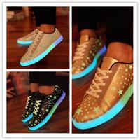 La mode des étoiles lumineuses chaussures 3colors stars motif lumineux d'économie d'énergie jusqu'à dentelle chaussures up baskets casual pour les adultes et les adolescentes