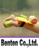 Wholesale Best seller Summer Childern Beach Swimming Wrist Water Guns Interesting Water Fight Pistol Plastic LLFA