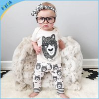 Wholesale Summer Season Fashion Styles Printed Bear Short Sleeve T shirt pants Fancy Boy White Color year old baby clothes