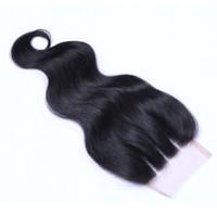 Cierre 8A Cuerpo peruana onda DE suiza del cordón 4 * 4 del cordón de la parte Tres encierro de la tapa con el pelo del bebé 130% de densidad media