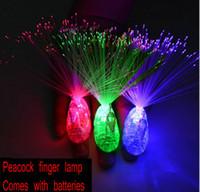 al por mayor lámparas de pavo real-50PCS / lot llevó los colores luminosos del juguete 3 del pavo real de la lámpara brillante del dedo mezclados con los apoyos de la alegría de la venta al por mayor de la batería