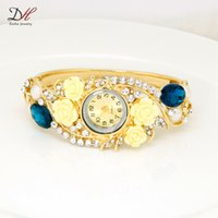 Wholesale 2016 Newest fashion hot sale beautiful ladies wristwatches alloy jewelry luxury gold plated acrylic flower and crystal watches for women